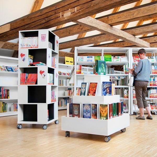"""Bücherturm """"Labyrinth"""""""