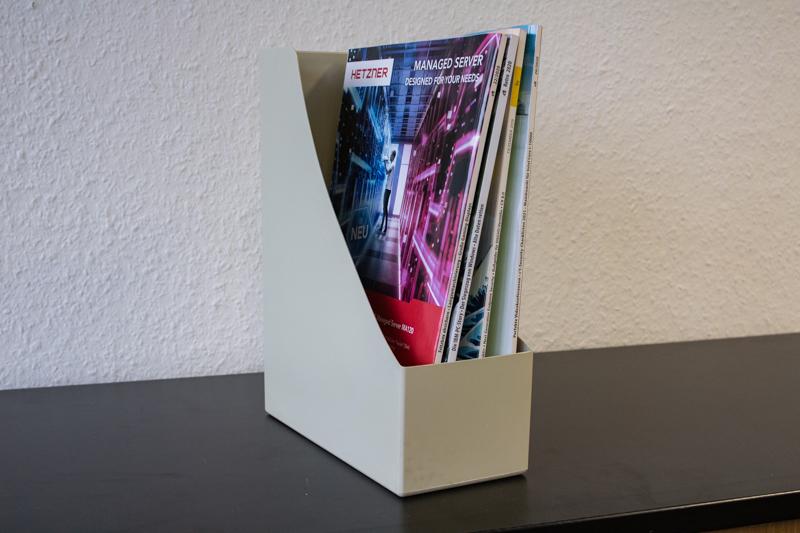 Kunststoff-Zeitschriftensammler mit Rundausschnitt / sandfarben