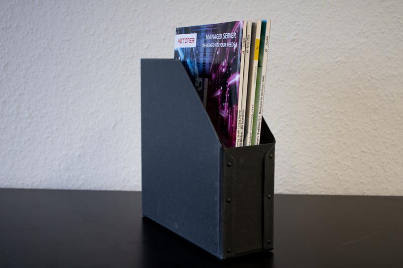 Zeitschriftensammler mit Nieten / schwarz