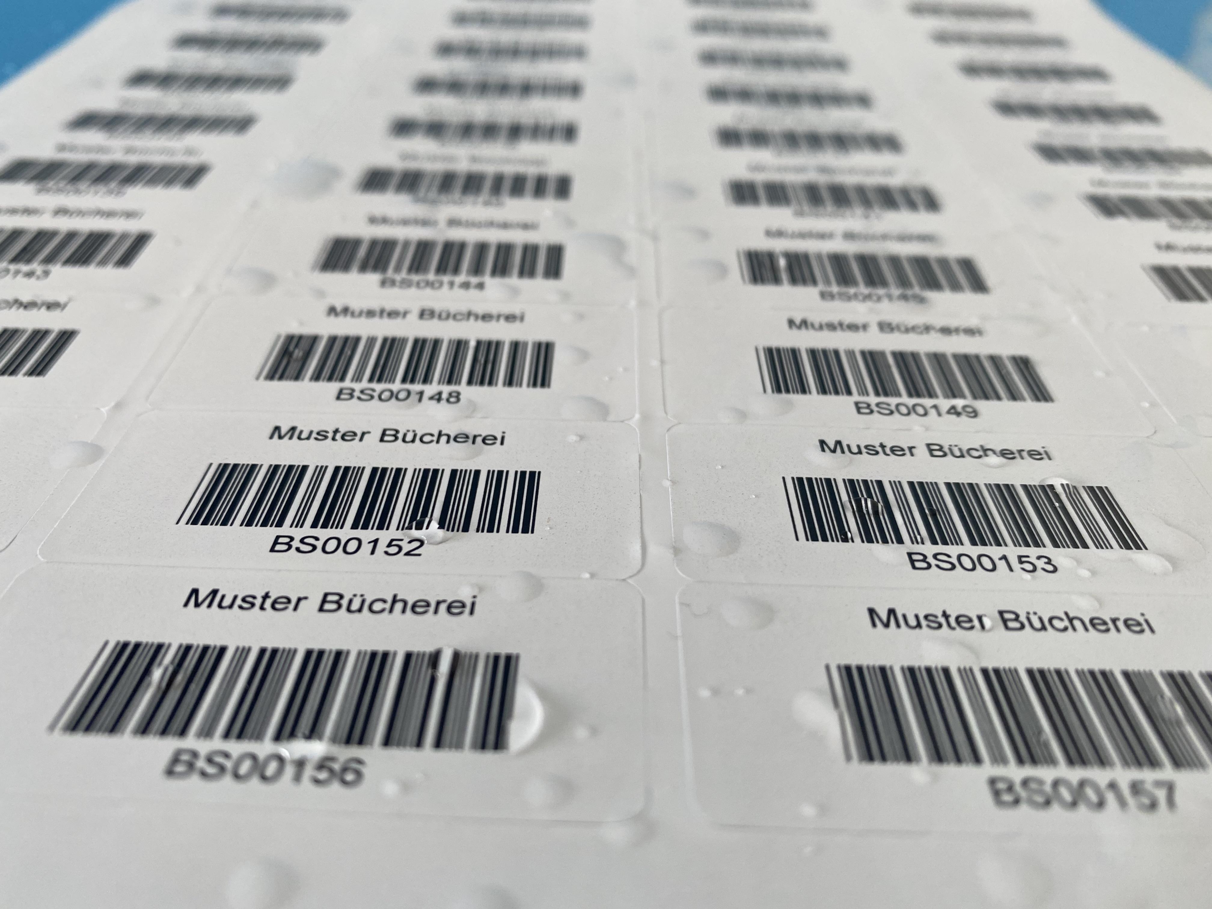 wischfeste, individuell bedruckte Barcode-Etiketten auf Bögen